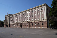 Das Parlamentsgebäude in Tirana stockbild