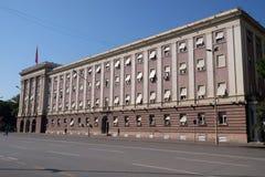 Das Parlamentsgebäude in Tirana lizenzfreies stockbild