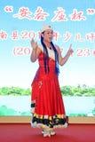 Das Peking-Opernleistung der Kinder auf dem Stadium Stockfotos