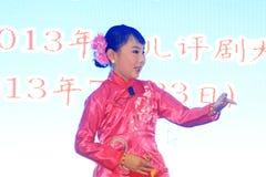 Das Peking-Opernleistung der Kinder auf dem Stadium Lizenzfreies Stockbild