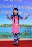 Das Peking-Opernleistung der Kinder auf dem Stadium Stockbilder