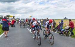 Das Peolton am Anfang Tour de France 2016 stockfotos