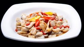 Das Pilzfischrogenfleisch lokalisiert auf schwarzem Hintergrund, chinesische Küche Stockbild