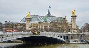Das Pont Alexandre III Brücken von Paris Stockbild