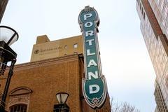 Das Portland-Zeichen auf Arlene Schnitzer Concert Hall in Oregon stockfotos