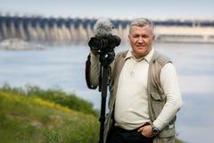 Das Porträt des Mannes mit der Kamera Lizenzfreie Stockbilder