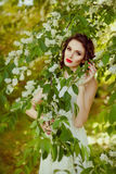 Das Porträt dieses leichten, sinnlichen und sexy Brunettemädchens mit Stockbilder