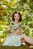 Das Porträt dieses leichten, sinnlichen und sexy Brunettemädchens mit Lizenzfreies Stockbild