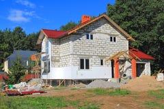 Das private zwei-storeyed Haus, das im Bau ist Lizenzfreie Stockfotos