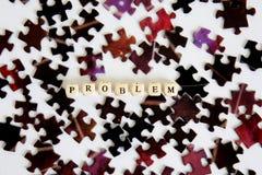Das Problem und seine Lösung Zusammenbauende Puzzlespiele Finden von Lösungen zu den komplexen Problemen Gelegenheiten aus dem Pr stockfotografie