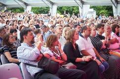 Das Publikum hört anwesendes Liberetto 2 Programm Lars Danielssons im Quartettformat Stockbilder