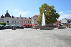Das Quadrat der Freiheit in der Stadt Tuzla stockbild