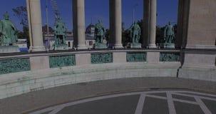 Das Quadrat der Helden - das größte Quadrat in Budapest (von der Luft) stock video