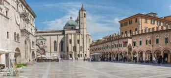 Das Quadrat der Leute in Ascoli - IT Lizenzfreies Stockbild
