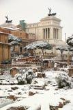 Das römische Forum abgedeckt durch Schnee Stockbild