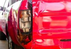 Das Rücklicht des Aufnahmenfahrzeugschadenautos zufällig Lizenzfreie Stockfotos