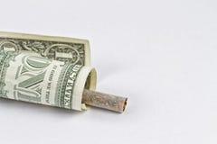 Das Rauchen ist die Emission des Geldes Stockbild