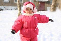 Das reizende kleine Mädchen auf Weg Lizenzfreies Stockfoto