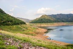 Das Reservoir ist zwischen dem Tal Stockfoto