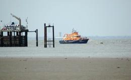 Das Rettungsboot, das weg festgemacht wird, verschmähen Haupt-Großbritannien stockfoto