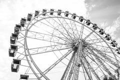 Das Riesenrad auf dem Hintergrund Lizenzfreie Stockbilder