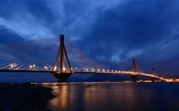 Das Rio - Antirio-Brücke nachts lizenzfreies stockfoto