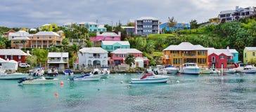 Das rosa Dorf von Flatts in Bermuda lizenzfreies stockfoto