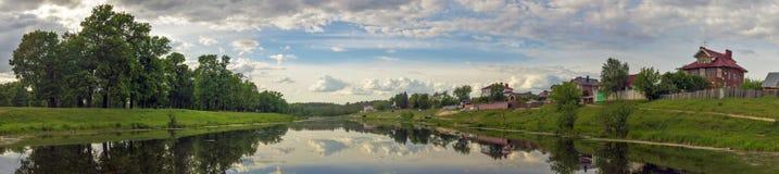 Das russische Dorf von Zhelnino Lizenzfreie Stockfotos