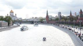 Das russische Weiße Haus und ehemaliges Haus des Rates für gegenseitiges Comecon der finanziellen Unterstützung in Moskau nachts stock video footage