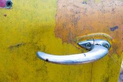 Das rustikale Metall auf einem verlassenen LKW lizenzfreie stockbilder