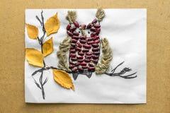 Das Saisonhandwerk der Kinder von den natürlichen Materialien lizenzfreies stockfoto