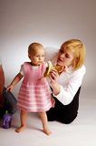 Das Schätzchen mit Mutter Lizenzfreie Stockfotos