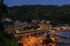 Das schöne Dorf Cinque Terres, Monterosso-Alstute, in der blauen Stunde, La Spezia, Ligurien, Italien lizenzfreie stockfotografie