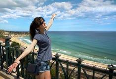 Das schöne Mädchen an den Feiertagen in Tarragona Stockbilder