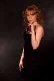 Das schöne Mädchen in einem Abendkleid Stockfotos