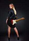 Das schöne Mädchen mit Gitarre Lizenzfreies Stockfoto