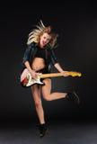 Das schöne Mädchen mit Gitarre Stockfotos