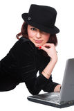 Das schöne Mädchen und der Laptop Lizenzfreies Stockfoto