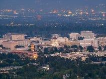 Das schöne Pasadena-Rathaus und im Stadtzentrum gelegene die Ansicht Pasadenas mit lizenzfreie stockbilder