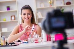 Das Schönheitsmode Blogger-Aufnahmevideo für Blog Lizenzfreies Stockbild