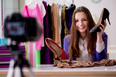 Das Schönheitsmode Blogger-Aufnahmevideo für Blog Lizenzfreie Stockbilder
