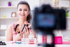 Das Schönheitsmode Blogger-Aufnahmevideo für Blog Stockbild