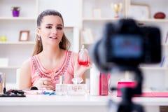 Das Schönheitsmode Blogger-Aufnahmevideo für Blog Stockfotos