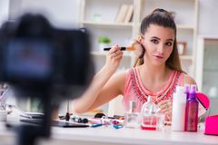 Das Schönheitsmode Blogger-Aufnahmevideo für Blog Lizenzfreie Stockfotos