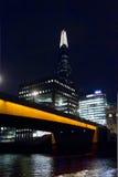Das Scharfe von hinten eine orange Brücke Lizenzfreie Stockfotos