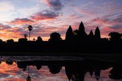 Das Schattenbild von Angkor Wat vor Sonnenaufgang Stockfoto