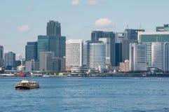 Das Schiff auf einem Hintergrund von Tokyo Stockbilder
