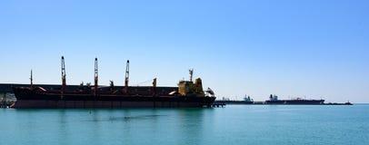 Das Schiff im Hafen Lizenzfreies Stockbild