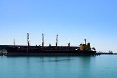 Das Schiff im Hafen Lizenzfreie Stockfotografie