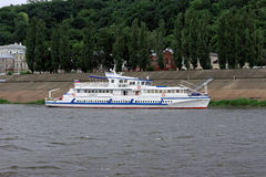 Das Schiff ' Siberia' auf dem Fluss Oka Lizenzfreies Stockbild